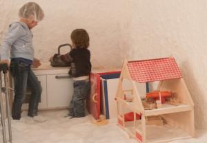 Kinderen spelen in de zoutkamer, kinderen met allergie en astma